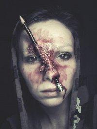 Идея макияжа на Хэллоуин: бой карандашами