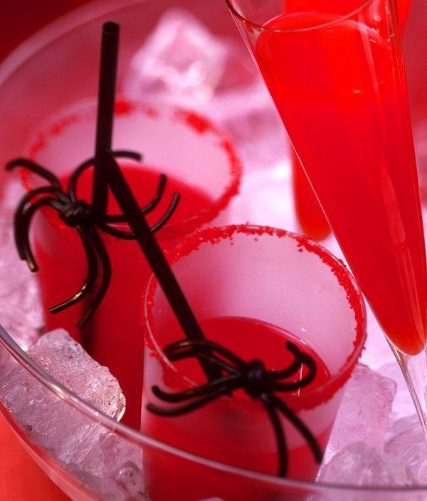 Клюквенный коктейль на Хэллоуин «Поцелуй вампира»