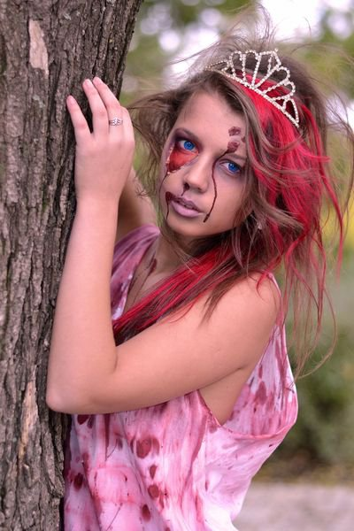 Образ мертвой королевы на Хэллоуин