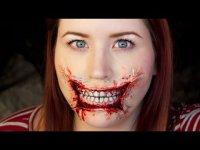 Жуткий макияж на Хэллоуин: растянутые губы