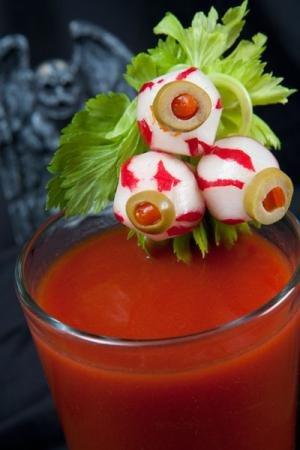 Коктейль на Хэллоуин «Кровавая Мэри»