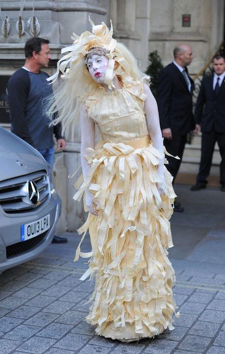 Леди Гага становится все страннее и страннее
