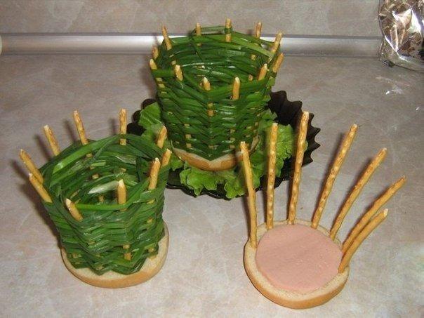 Корзиночка из зеленого лука для подачи порционного салата