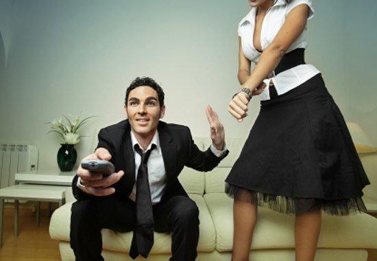 Если муж проводит много времени у телевизора