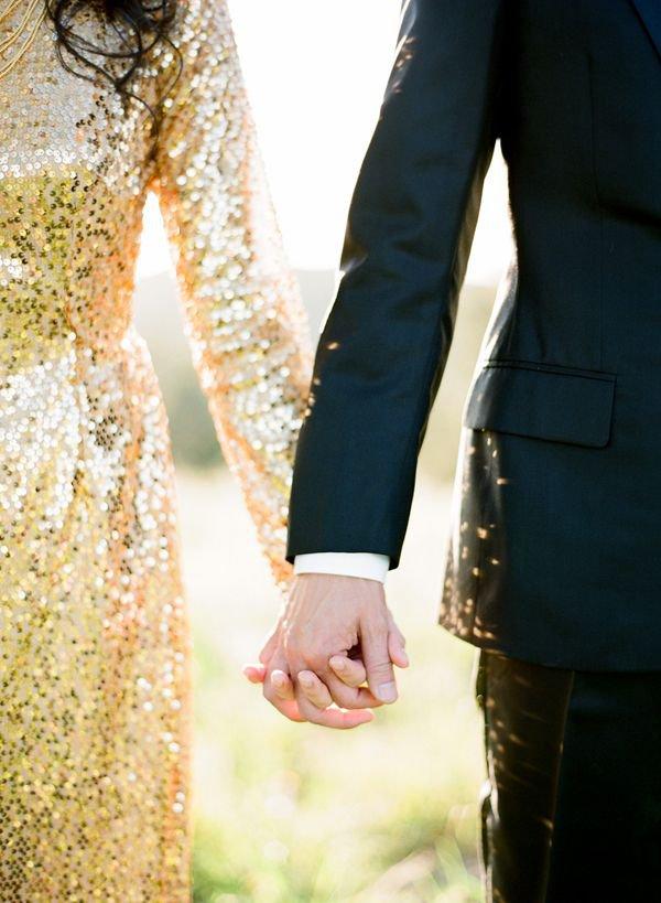 Свадьба в золотом цвете: платье невесты и костюм жениха