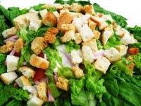 Салат «Цезарь» с пекинской капустой