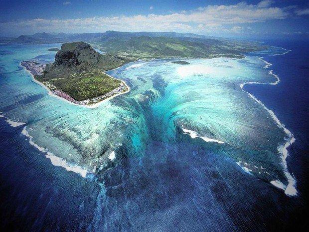 Остров с подводным водопадом