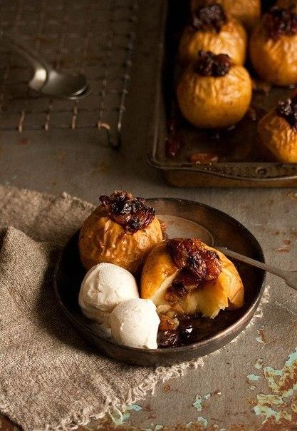 Запеченные яблоки: несколько оригинальных рецептов