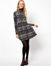 Зимнее платье с новогодним принтом