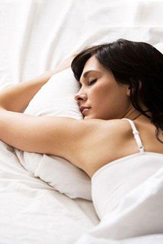 Как правильно спать, чтобы избежать лишних морщин