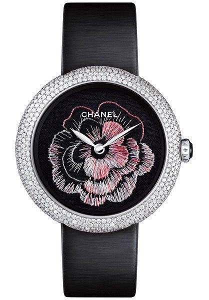 Часы с вышивкой на циферблате от Chanel