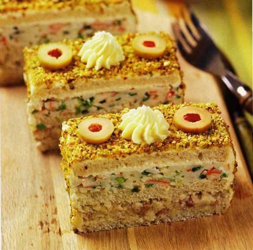 Закусочный торт с сельдью и крабовыми палочками