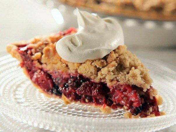 Пирог с замороженными фруктами или ягодами