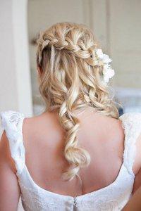 Идея свадебной прически с косой