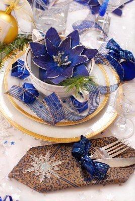 Элегантная сервировка стола в синих цветах