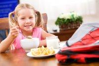 Что нежелательно давать ребенку на завтрак?