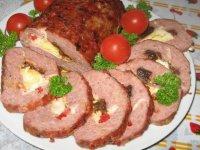Мясной рулет с черносливом и перцем