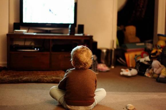 Почему телевизор вреден для ребенка?