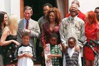 Знаменитости о смерти Нельсона Манделы