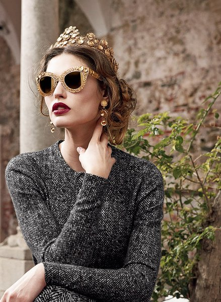 Бренд Dolce and Gabbana дарит поклонникам новогодние очки
