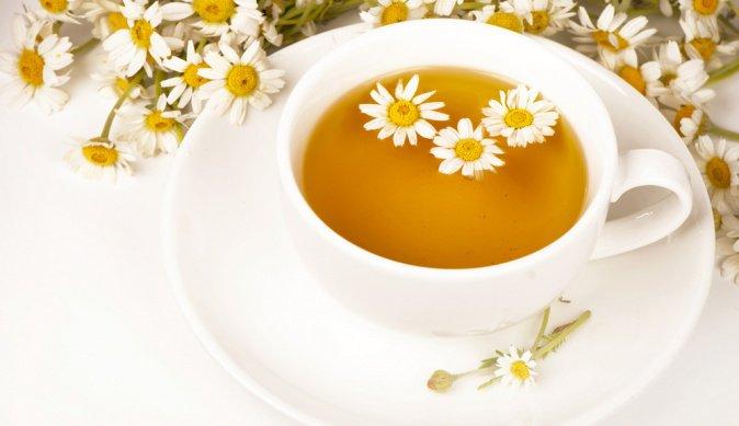 Ванночка для ногтей из ромашкового чая