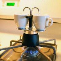 Что подарить кофеману: миниатюрная кофеварка
