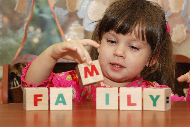 С какого возраста начинать учить ребенка английскому?