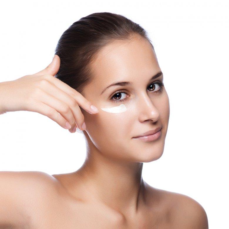 Очистка кожи вокруг глаз