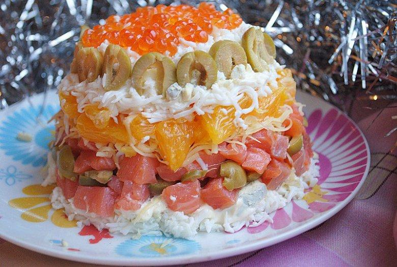 Салат на Новый год с красной рыбой и апельсином