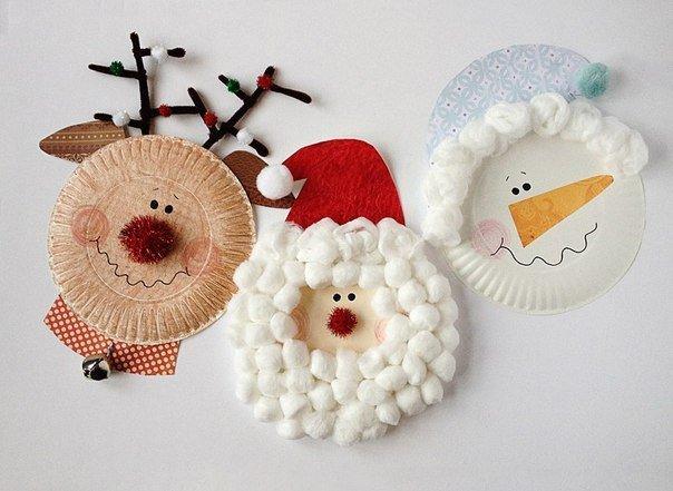 Идея для детского новогоднего творчества: олень, снеговик и Дед Мороз из одноразовых тарелок