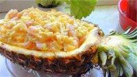 Салат в ананасе