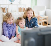 Как смотреть мультфильмы с детьми?