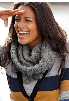 Модный шарф-хомут. Как и с чем носить?
