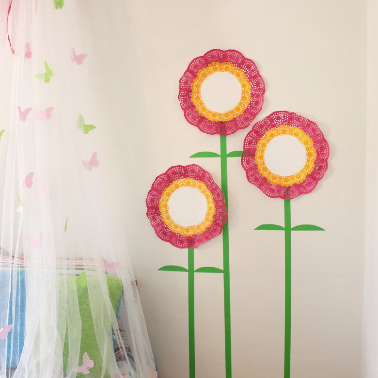 Ажурные цветы для детской комнаты
