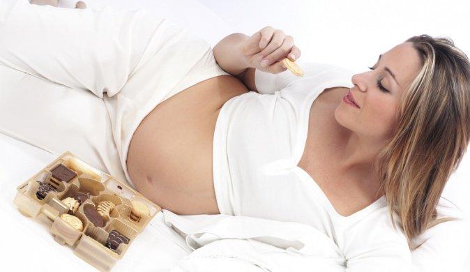 Шоколад беременным: можно, нельзя, полезно или вредно?