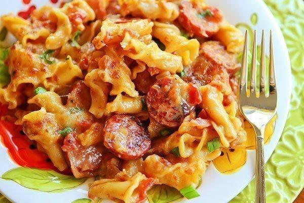 Просто и вкусно: макароны с сосисками