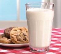 Молоко и печенье перед сном вредно детям