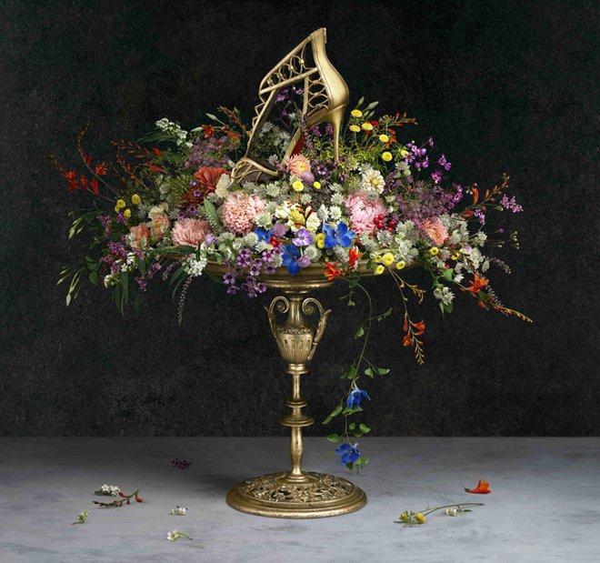 Цветы и обувь в новом лукбуке от Christian Louboutin