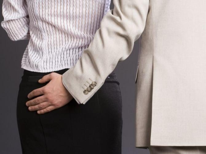 Домогательства на работе: как отказать начальнику и защитить себя
