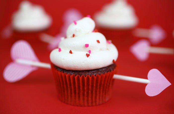 Капкейки со стрелами на День святого Валентина
