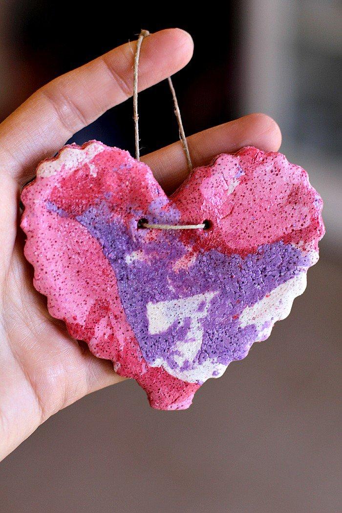 Мраморное сердце на День святого Валентина из соленого теста
