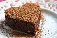 Шоколадное пирожное на День святого Валентина