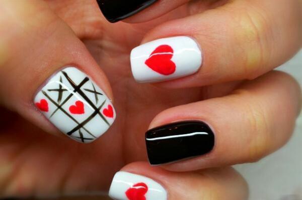 Маникюр на День святого Валентина: крестики-сердечки