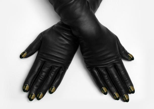 Странные перчатки с иммитацией ногтей