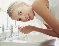 Можно ли умываться проточной водой?