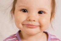У ребенка трескаются губы: что делать?