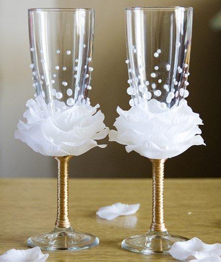 Идея украшения бокалов на свадьбу