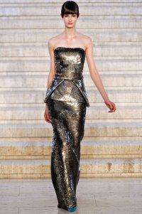 Как носить платье из блестящей ткани