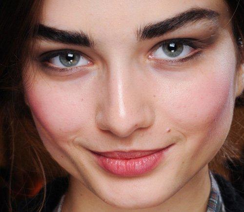 Модная форма бровей 2014: очень широкие брови