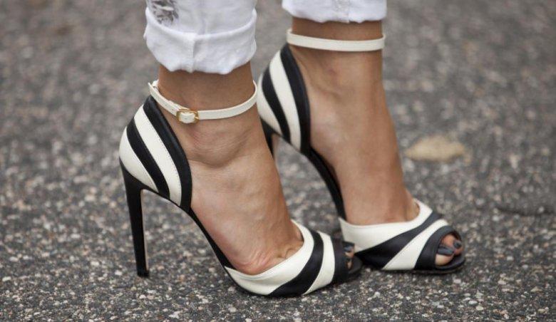 Модные туфли в полоску